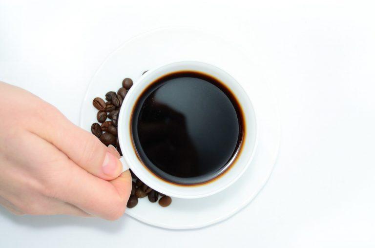 Kawa lepsza od kofeiny przed treningiem