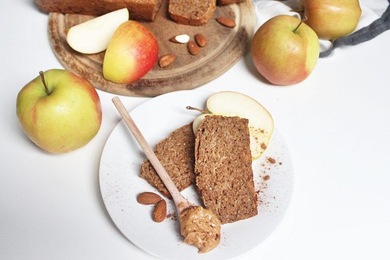 Orkiszowe ciasto jabłkowo-cynamonowe