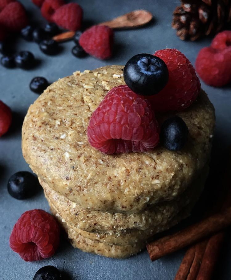 Migdałowe ciastka z czekoladowym wnętrzem (Bez Pieczenia)