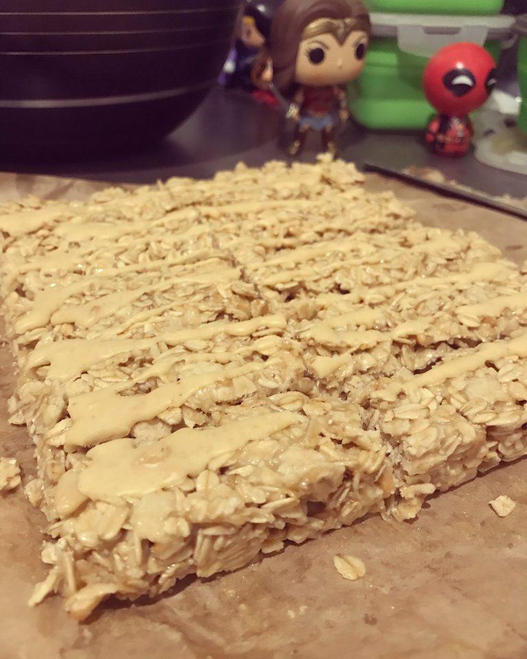 Proste batony proteinowe z masłem orzechowym (bez pieczenia)