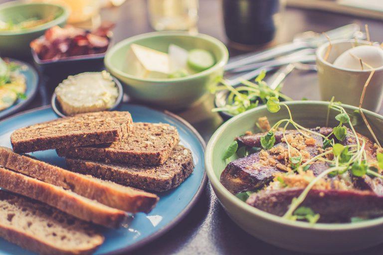 Czy jedzenie śniadania może pomóc w odchudzaniu?