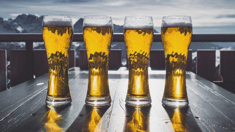 Piwo bezalkoholowe – czym jest, jak powstaje i czy jego spożycie w ciąży jest bezpieczne?