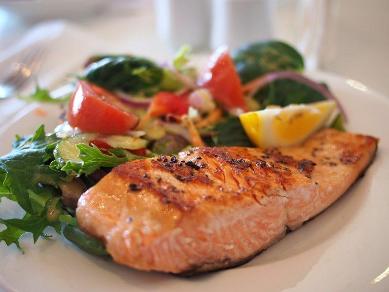 Jaka jest maksymalna ilość białka w jednym posiłku, która może zostać wykorzystana do budowy masy mięśniowej?