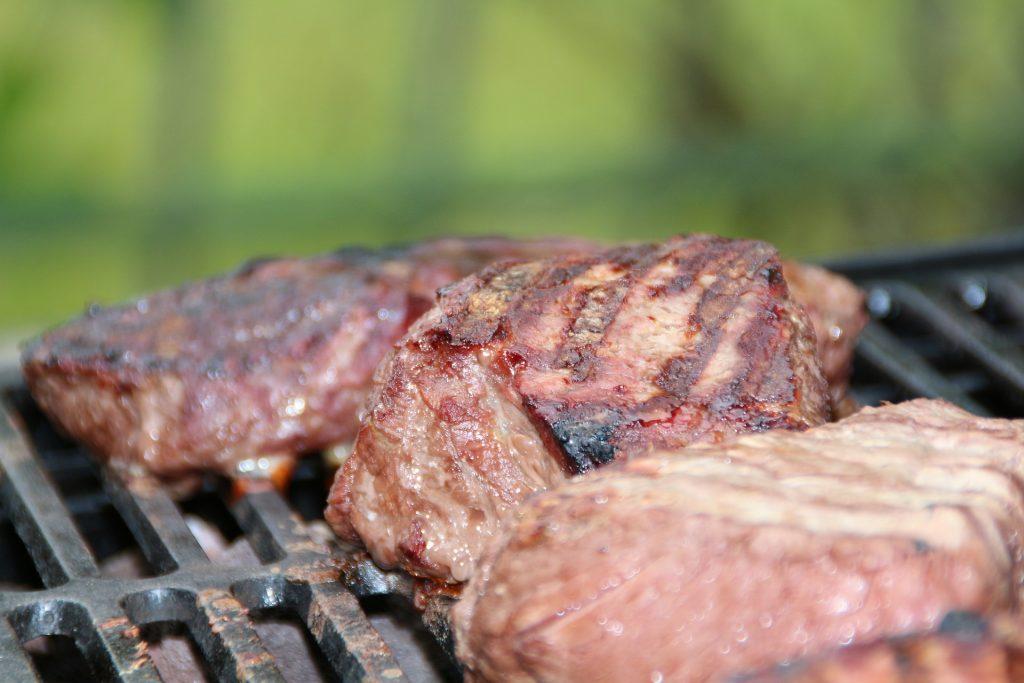 Dieta Dukana w początkowym etapie skupia się głównie na źródłach chudego białka.
