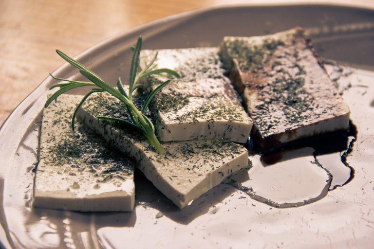 Tofu – jakie korzyści zdrowotne wiążą się z jego spożywaniem?