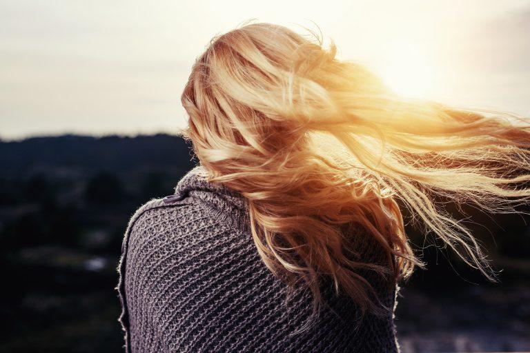 Biotyna – czy rzeczywiście dobrze działa na włosy?