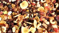 Czy należy unikać owoców suszonych w diecie?