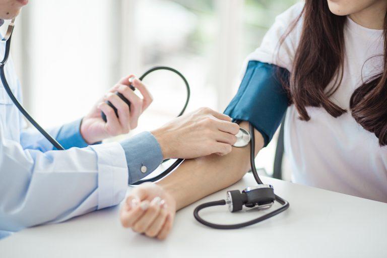 Wysiłek fizyczny i nadciśnienie tętnicze – złoty środek czy droga do grobu?