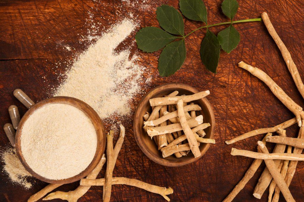 Ashwagandha szturmem podbiła rynek suplementacyjny. A czy Ty już wybrałeś swój suplement z nią?