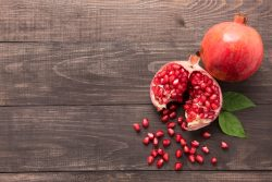 Czy warto regularnie włączać do diety owoce granatu?