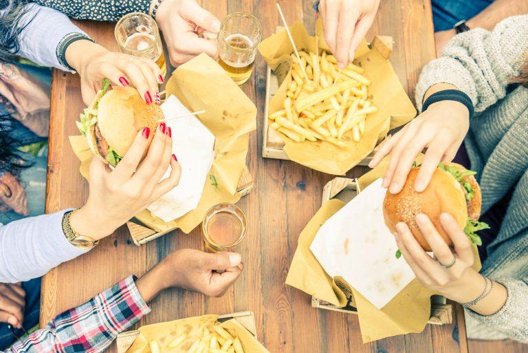 Tłuszcz z fast foodów a testosteron u mężczyzn