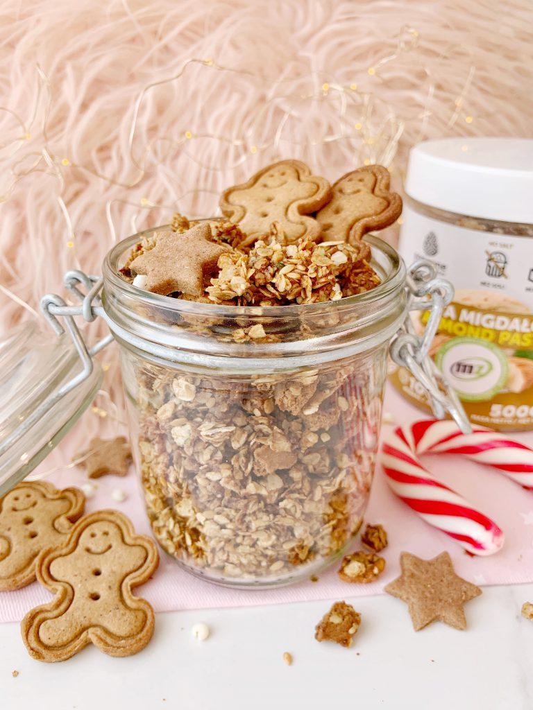 Świąteczna granola piernikowa