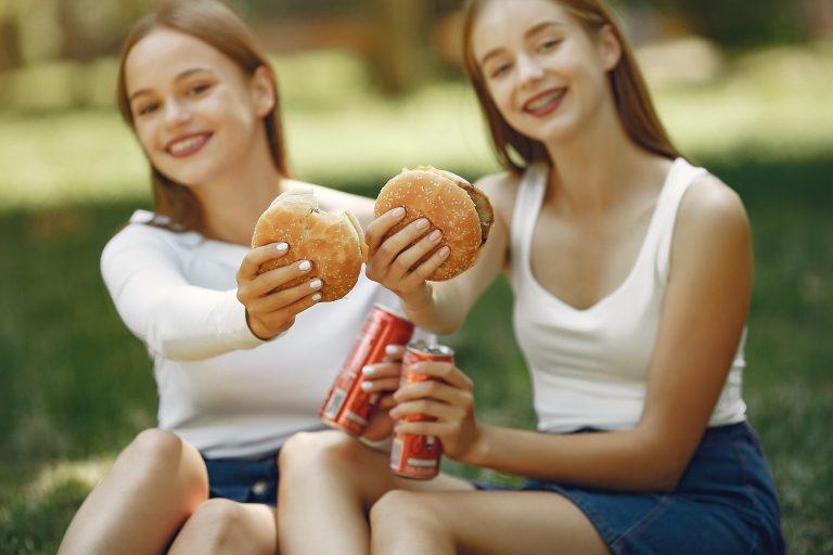 Wpływ śmieciowego jedzenia na kształtowanie się mózgu nastolatków